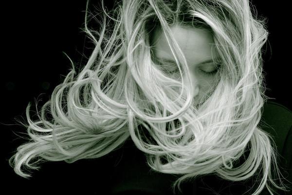 Caduta dei capelli dopo il parto: prevenzione e cura