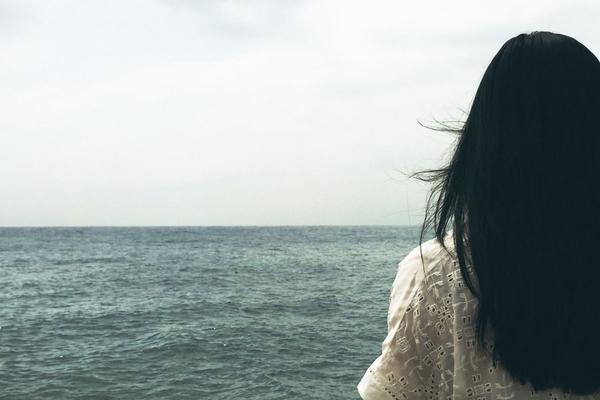 Un lutto e cadono i capelli: colpa dello stress e di uno squilibrio ormonale