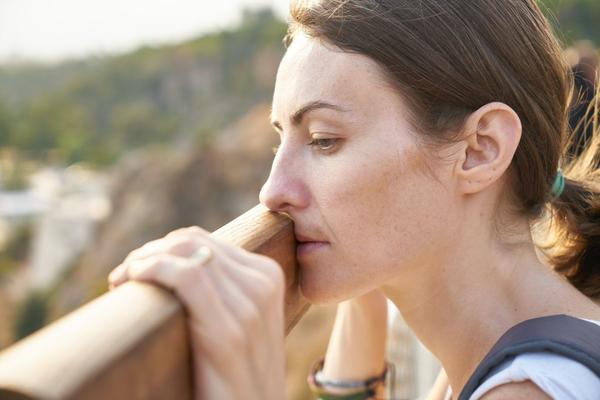 Parto cesareo: una possibile concausa del dolore ai rapporti in menopausa