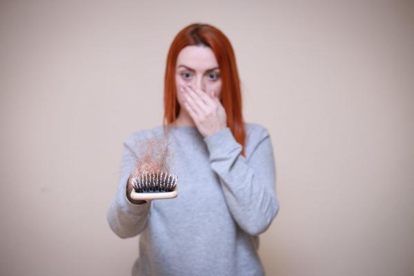 Perdita di capelli «femminile»: come riconoscerla