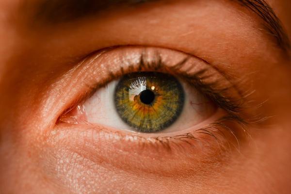 Occhi secchi: un sintomo frequente della menopausa