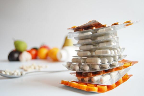 Farmaci e integratori: i rischi dell'autoprescrizione