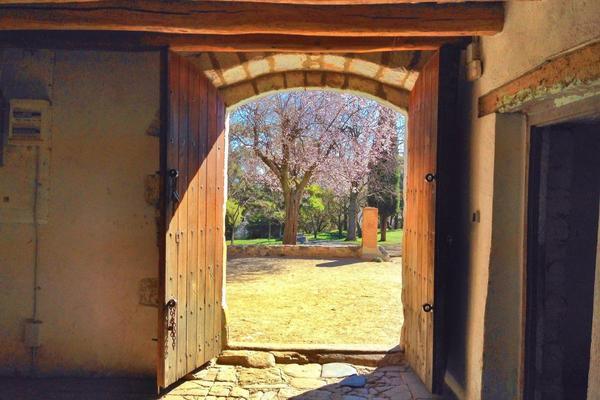 Un passo indietro per (ri)aprire la porta della felicità