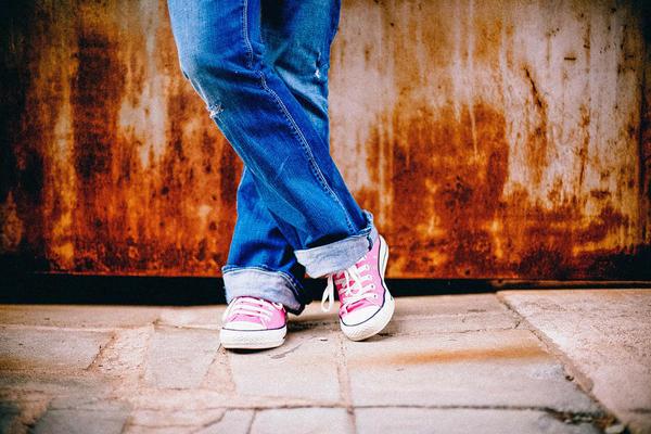 Identità fluide negli adolescenti, tra sperimentazioni e rischi