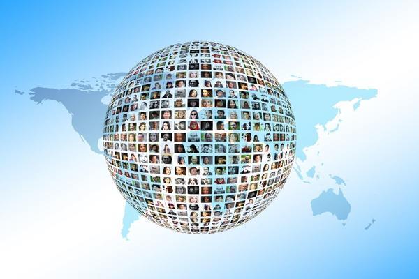 I social: biberon digitali che asfissiano l'intelligenza